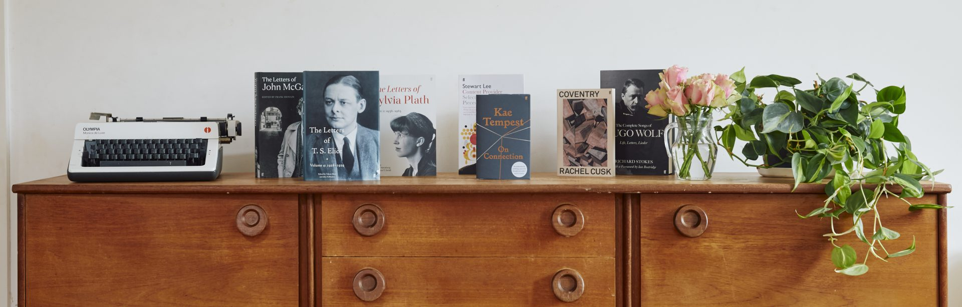 https://www.faber.co.uk/wp-content/uploads/2021/09/non-fiction-essays-and-collections_credit-Lesley-Lau-1920x613.jpg